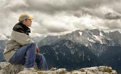 Nauttia näkymä vuoren huipulle Kuvituskuvat