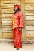 Musta afrikkalainen nainen perinteinen vaatetus Kuvituskuvat