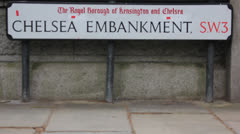 Chelsea Embankment sign pull focus Stock Footage