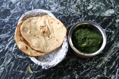 Indian cuisine: chicken in spinach gravy served with bread Stock Photos