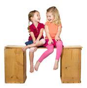 Kaksi lasta nauraa Kuvituskuvat