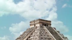 Mayan Kukulkan Pyramid at Chichen Itza in Mexico, Yucatan Peninsula Stock Footage
