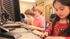 IT luokkahuoneessa Arkistovideo