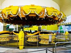 Keltainen törmäily huvipuisto Kuvituskuvat
