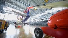Pyrstö matkustajakoneiden korjattavana hallissa lentoaseman Arkistovideo
