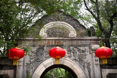 Kivi gate puutarha punaiset lyhdyt prinssi gong kartano Qian Hai Peking Kiina Kuvituskuvat