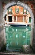 Venice: back alley to the canal in cannareggio area (venezia, italy) Stock Photos