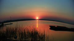 Time lapse sunset over water, fish eye Stock Footage
