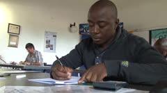 Student afrikkalainen musta kirjallisesti tentti NTSC Arkistovideo