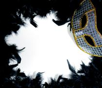 Mardi Gras mask sängyssä höyheniä Kuvituskuvat
