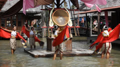 Dancers at Pattaya floating market. Stock Footage