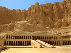 Awesome temple of queen hatshepsut (1508-1458 bc), between the valley of king Stock Photos