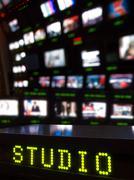 Televisiostudioon galleriassa Kuvituskuvat