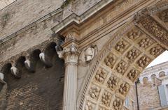 Antique antiikin arkkitehtuurin yksityiskohdista Euroopassa Kuvituskuvat