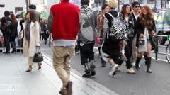 Harajuku tokyo shoppers Stock Footage