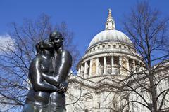 Young Lovers Sculpture and St. Paul's Cathedral in London Stock Photos