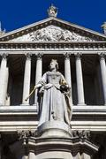Queen Anne statue infront of St. Paul's Cathedral - stock photo
