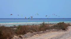 Kitesurfers en Fuerteventura - stock footage
