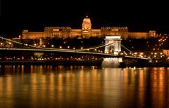 budapest - hungary nighttime of buda castle and szechenyi chain bridge over d - stock photo