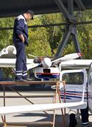 Kiova, Ukraina - 29. syyskuuta: tekniset palvelut moottori samoleta.provedenie p Kuvituskuvat