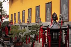 Buddhist stone etchings lanterns red rbbon decoratoins statue jade buddha tem Stock Photos