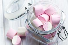 Sweet marshmallows in glass jar Stock Photos
