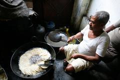 man making puri - stock photo