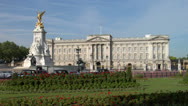 Stock Video Footage of Buckingham Palace Zoom-in