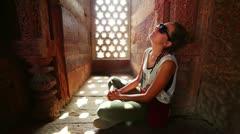 Caucasian tourist girl at Qutb Minar, New Delhi Stock Footage