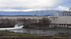 Powerplant on Columbia River at The Dalles, Oregon med Stock Footage