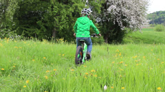 Boy drives a singletrail with his bike Stock Footage