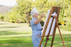 Nainen maalaus puistossa Kuvituskuvat