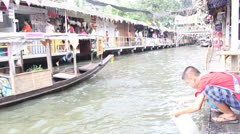 Traditional Thai lifestyle beside the river in Bangkok Stock Footage