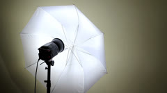 Hand reduce reflector light  Stock Footage