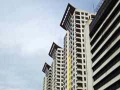 Kolme moderni rakennus Condominiums Pilvenpiirtäjät Kuvituskuvat