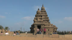India Tamil Nadu Mahabalipuram Shore Temple visitors behind wall 11 Stock Footage