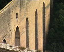 SPOLETO towers bridge zoom out Stock Footage