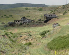 Abandoned Smith mine in Montana hills. Stock Footage