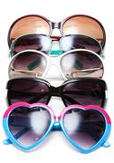 Stock Photo of much sunglasseses put in row