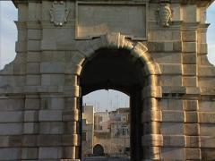 BARLETTA Porta Marina gate zoom out Stock Footage