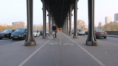 Pont de Bir-Hakeim with cyclists and traffic. Stock Footage