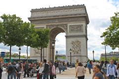 Parisians near the arc de triomphe in paris. france Stock Photos
