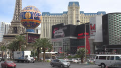 Traffic street and Paris resort by day, Hotel and Casino, Las Vegas Strip, SUA Stock Footage