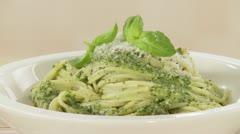 Spaghetti con pesto alla genovese (pasta with basil sauce) Stock Footage