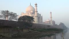 India Taj Mahal and river at dawn Stock Footage