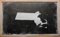 Outline map of us state of massachusetts on blackboard Stock Photos