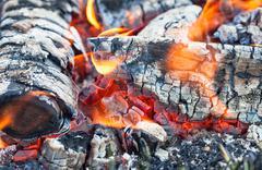 Lähikuva lämmin tulta nuotio Kuvituskuvat