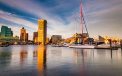 Ilta valo sisäsatama, Baltimoressa, Marylandissa Kuvituskuvat