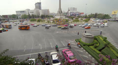 Bangkok - apr 13: view on the victory monument square on apr 13, 2013 in bang Stock Footage