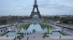 Eiffel tower from the hill of the Chaillot. Stock Footage